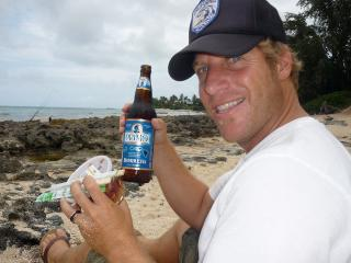 Jason Baffa enjoys Primo Beer on Oahu